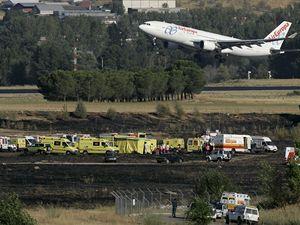Letadlo vzlétá blízko místa neštěstí.
